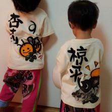 かぶとむしとみつばちの手描き名入れTシャツです